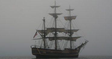 capiatni coraggiosi. goletta nella nebbia
