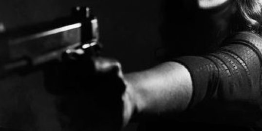 scarface - donna con la pistola