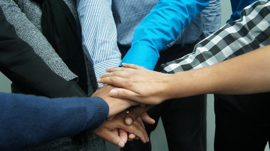 teamwork_co_workers_office