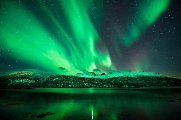 არაჩვეულებრივი სანახაობა ნორვეგიის მთების თავზე 14 თებერვალს.