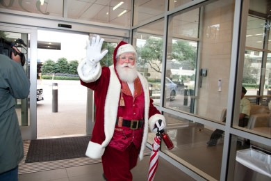 """Santa"" Chuck Lee arrives at Baylor Dallas for his ""checkup."""