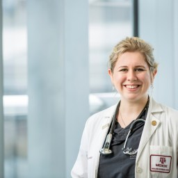 Deafness doesn't stop medical student from pursuing dream