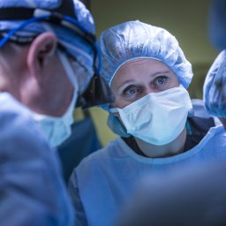 Outlive Yourself Award: Inspiring surgeon recognized for impact in landmark uterus transplant clinical trials