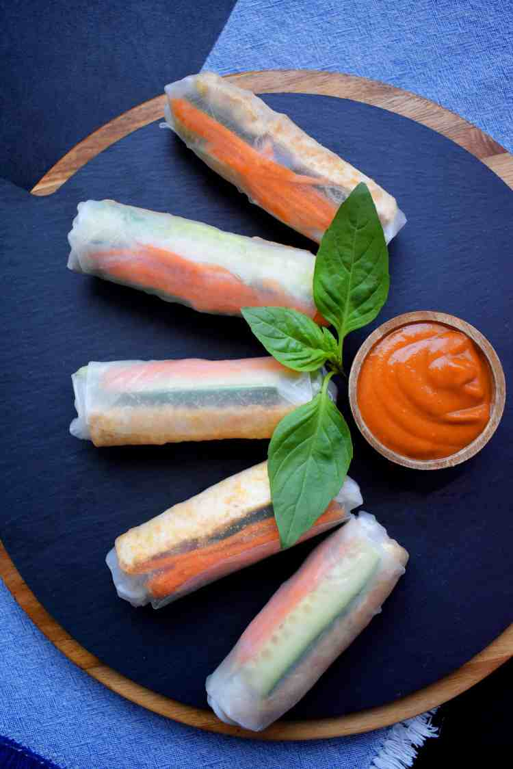 Vegan Rice Paper Roll with Spicy Peanut Sauce