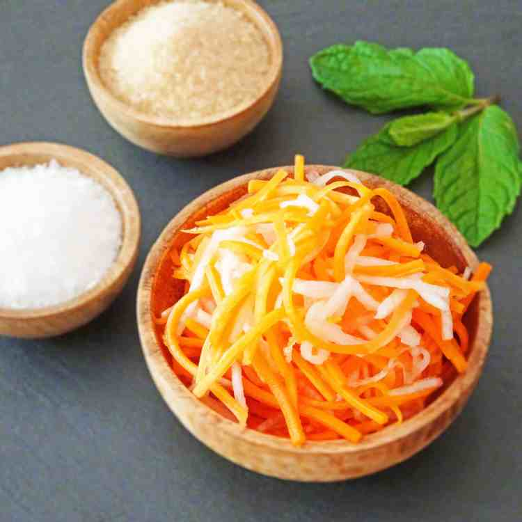 A bowl of Vietnamese pickled carrots and daikon (do chua)