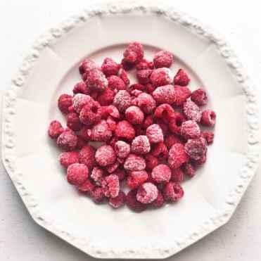 Chocolate Ripple Cake Berries