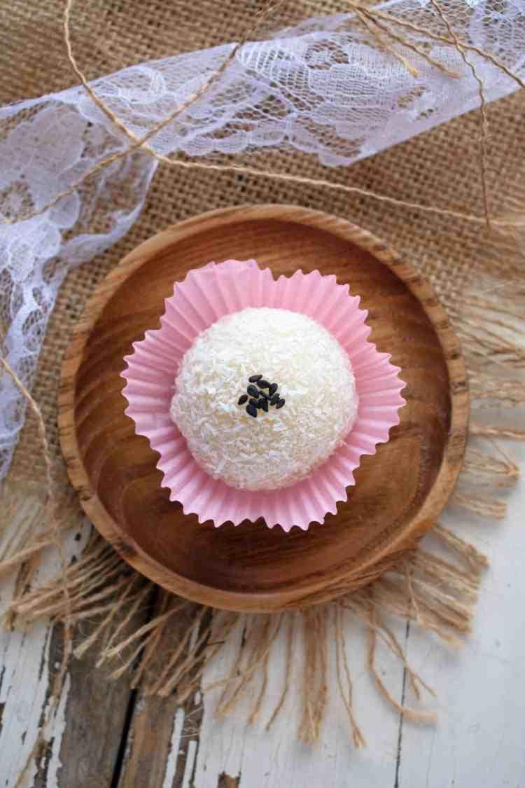 Vietnamese Snowballs - Banh Bao Chi