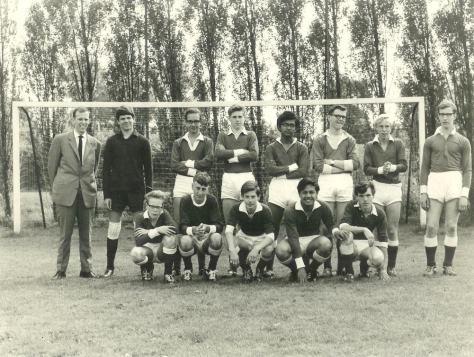 19671968A1
