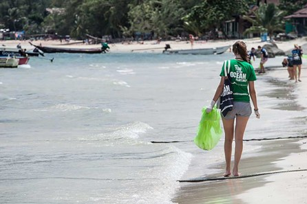 Trash Hero at work on Sairee Beach