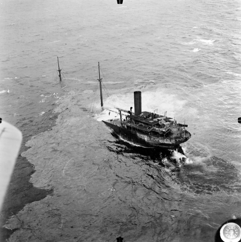 The damaged and sinking tanker F.W. Abrams. Photo: Courtesy of The Mariners' Museum and Park