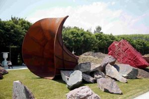 Kapoor Sculpture Dirty Corner Vandalized
