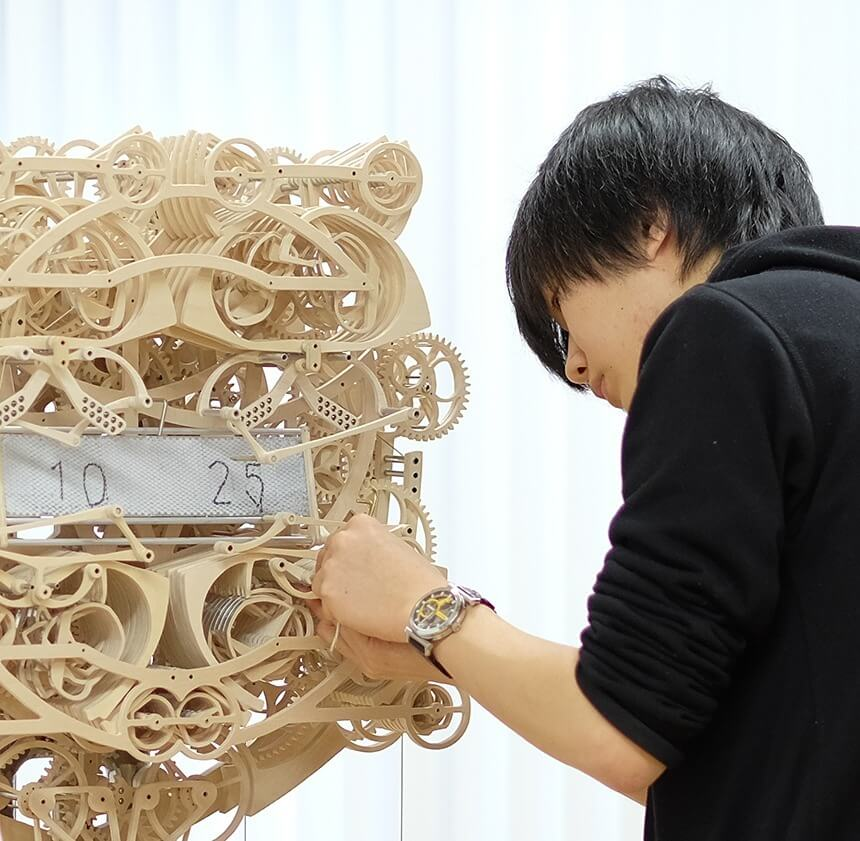Suzuki Kango wooden clock that writes sculpture