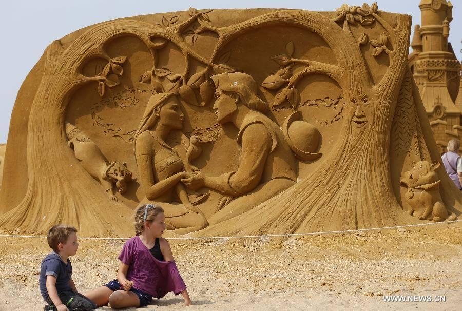 Pocahontas sand sculpture