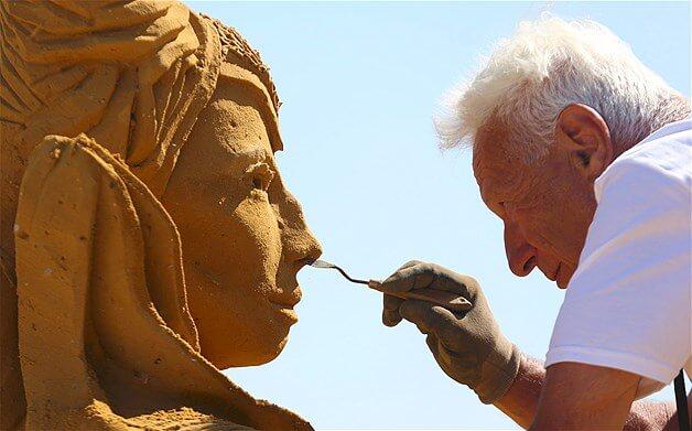 Sand carver Franco Daga