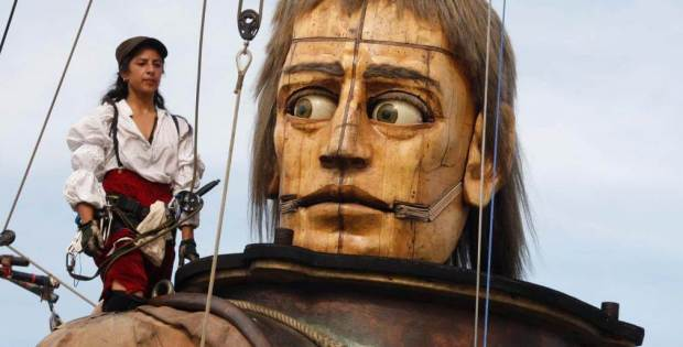 Giant sculpture puppet: I think this one's a girl!