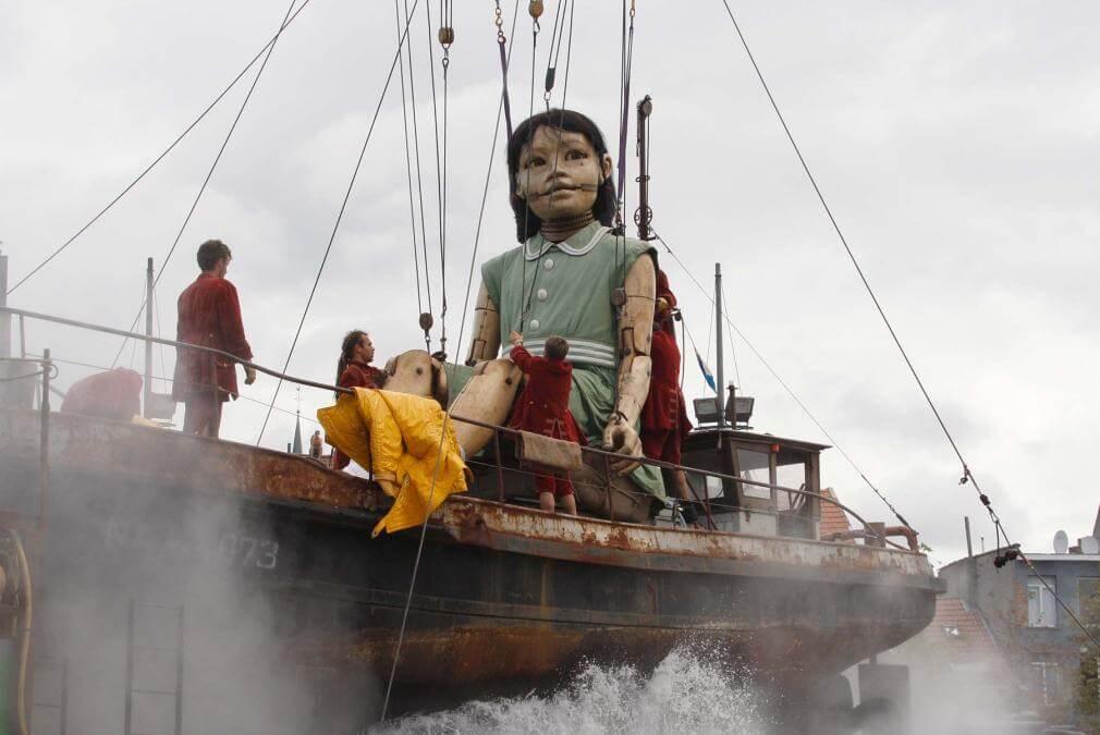 Niece giant sculpture puppet