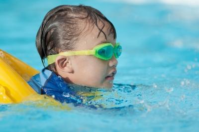 Come insegnare a nuotare ai bambini