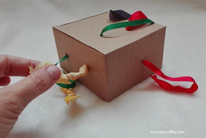 Gioco Montessori per neonati: la scatola dei nastri