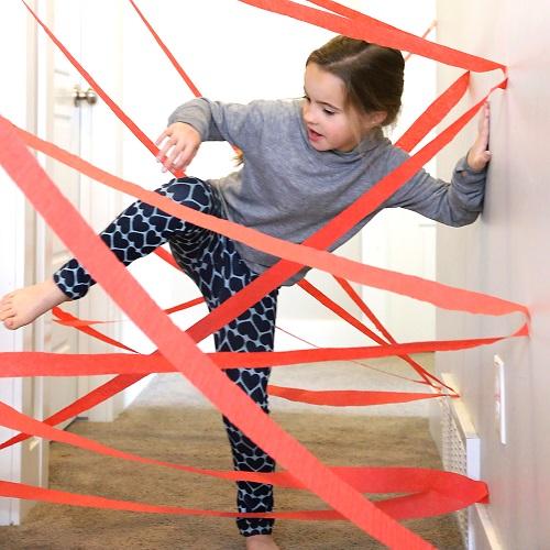 Percorso a ostacoli per bambini da fare in casa