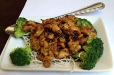 Shelby's Sweet and Spicy Chicken at New Moon | Photo: Christine N. Ziemba