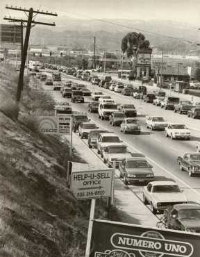 Morning gridlock on Soledad Canyon Road - in 1988. Photo by the late Gary Thornhill. Click to enlarge.