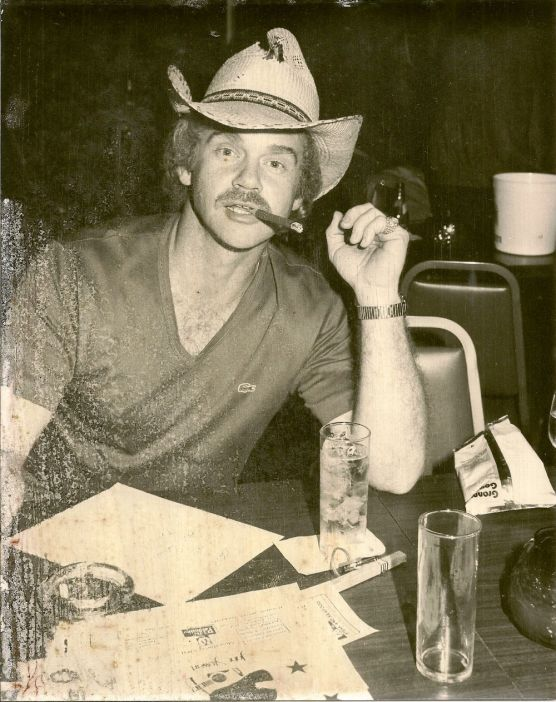 Steve Stone workin' it at the Palomino in North Hollywood, December 1980.