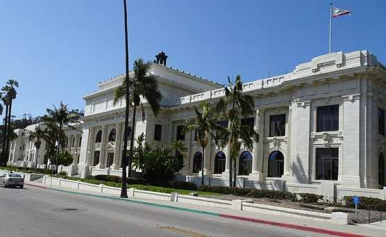 Ventura City Hall, 501 Poli Street, Ventura, California (Ventura Historic Landmark No. 4). | Photo: Cbl62/WMC 4.0.