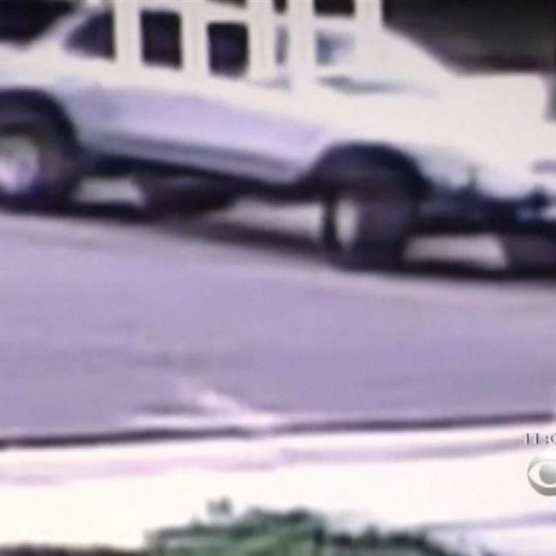 White SUV seen backing into Cierzan driveway shortly after 5 p.m. Jan. 26, 2017. | Photo: Courtesy of KCBS-TV.