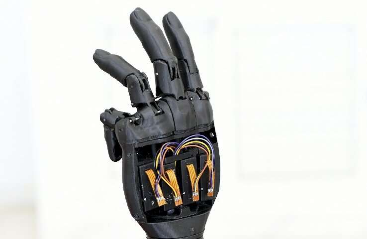 Startup 3-D prints solar-powered bionic hands