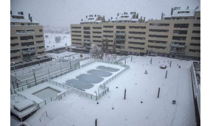 Unusual snow kills 4, brings much of Spain to a standstill