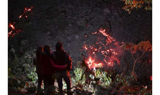 Authorities have advised people to keep clear of the Pacaya volcano's crater and lava flows