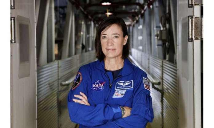 दो पायलट, रॉकेट साइंटिस्ट, ओशनोग्राफर फ्लाइंग स्पेसएक्स
