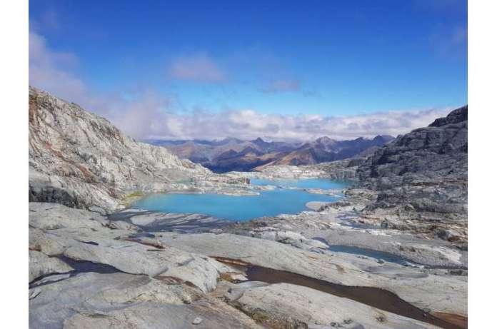 वैज्ञानिक ग्रीनलैंड से लेकर स्विट्जरलैंड तक ग्लेशियर से लदी धाराओं के रहस्यों को खोलते हैं