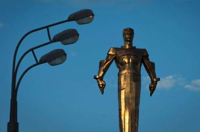 A monument to Yuri Gagarin near the Kremlin