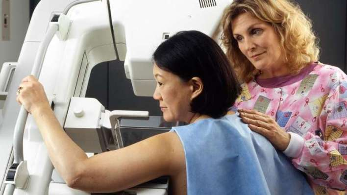 How should predicted life expectancy guide cancer screening decisions for older adults?