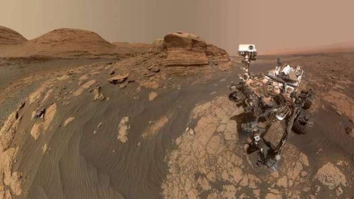 नासा के क्यूरियोसिटी मंगल रोवर ने 'मोंट मर्कौ' के साथ सेल्फी ली