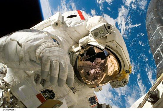 Earthlings and astronauts talk via radio ham