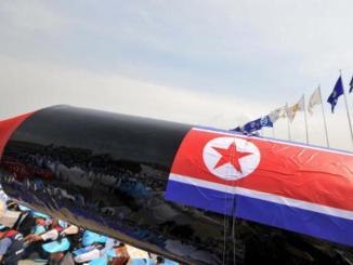 مجسم لصاروخ كوري شمالي