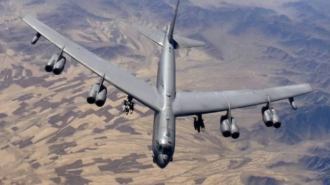 قاذفة القنابل الأميركية بي-52