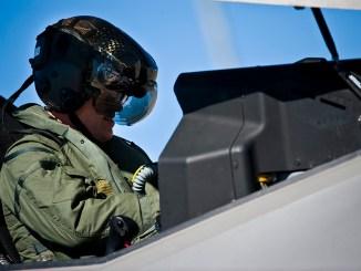 أحد طياري مقاتلة أف-35