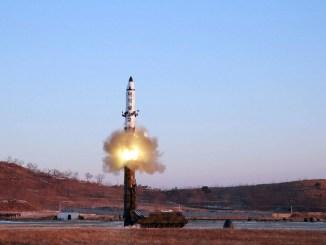 أحدث لقطة لاختبار صاروخ كوري شمالي بالستي (AFP)