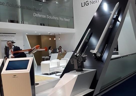 منصة عرض شركة LIG NEX1 في آيدكس 2017
