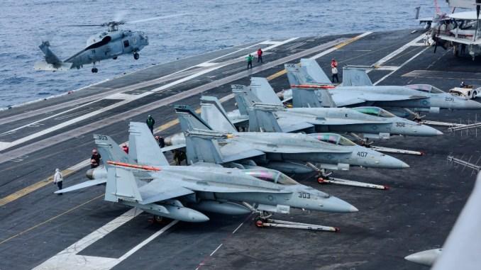 مقاتلات أف-18 على متن حاملة كارل فينسون
