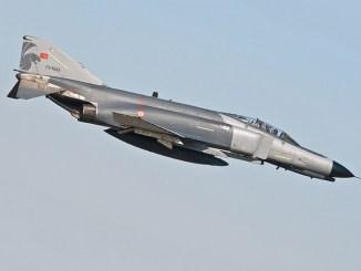 """مقاتلة """"أف-4 فانتوم 2"""" التركية"""