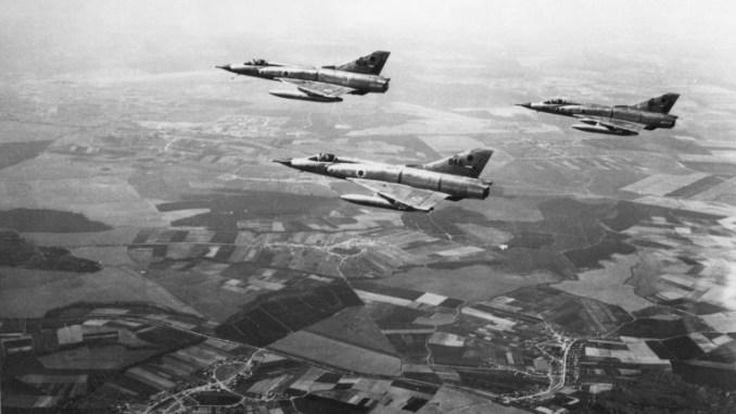 طائرات حربية إسرائيلية من نوع ميراج