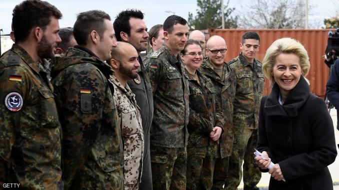 وزيرة الدفاع الألمانية خلال زيارة لقاعدة إنجيرليك عام 2016