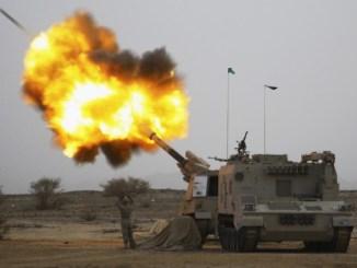 الجيش السعودي يُطلق صواريخ