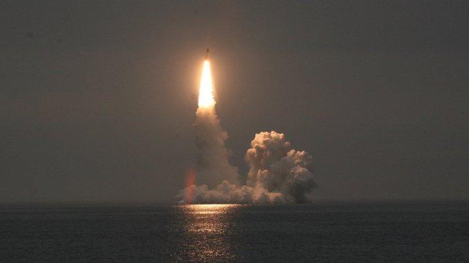 إطلاق صاروخ بولافا