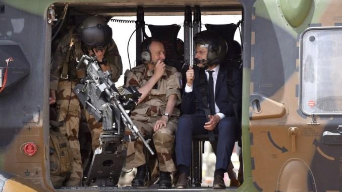 رئيس أركان الجيوش الفرنسية والرئيس الفرنسي (AFP)