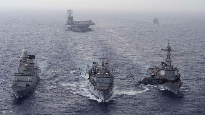 سفن حربية وحاملة طائرات